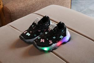 Adidasi negri cu fluturasi si cu luminite pentru copii