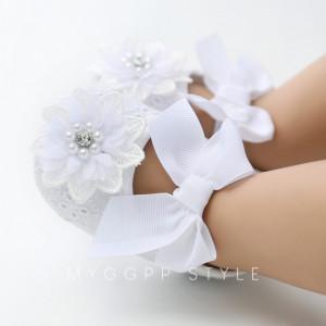 Pantofiori albi cu bentita asortata