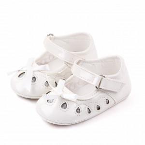 Pantofiori albi din lac