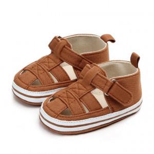 Pantofiori decupati maro pentru baietei