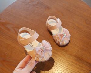Sandale roz cu fundita roz pudra cu strasuri