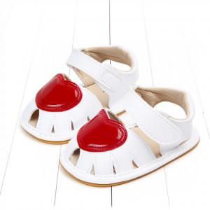 Sandalute fetite albe cu inimioara rosie