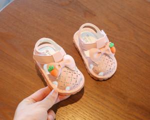 Sandalute roz inchise in fata - Morcovel