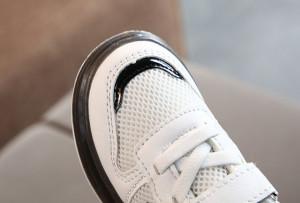 Adidasi albi cu stea neagra si cu luminite