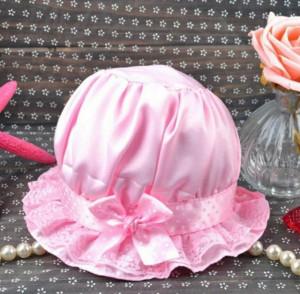 Boneta roz din saten