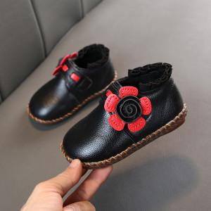 Ghetute pentru fetite cu petale rosii
