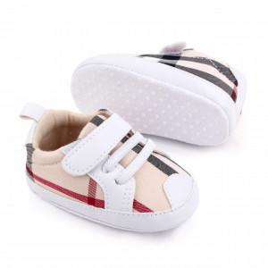 Pantofiori albi in carouri pentru baietei