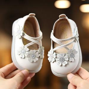 Pantofiori albi - Trei floricele