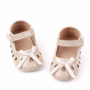 Pantofiori din lac crem