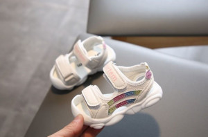 Sandale albe cu dungi cu sclipici