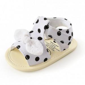 Sandalute albe cu buline negre