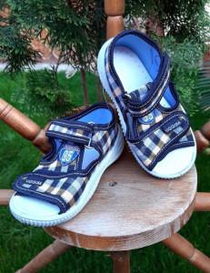 Sandalute pentru baietei in carouri