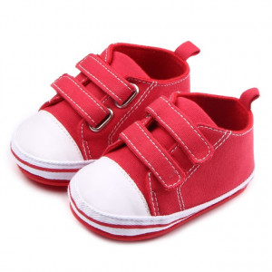 Tenisi bebelusi rosii