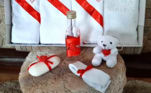 Trusou botez fetite cu rosu - Cu drag din partea nasilor