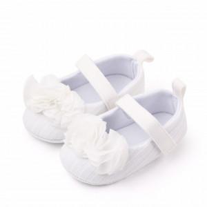 Pantofiori albi cu floricele din tulle aplicate