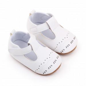 Pantofiori albi cu model decupat