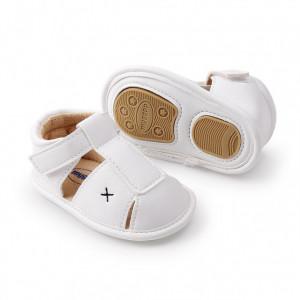 Pantofiori albi decupati