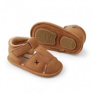 Pantofiori maro decupati inchisi la spate