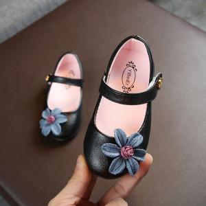 Pantofiori negri cu floare aplicata