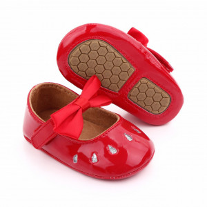 Pantofiori rosii din lac cu puncte argintii
