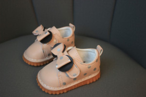 Pantofiori roz cu buline arginti cu piuitoare