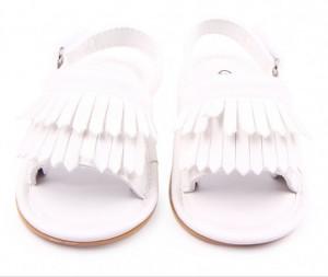 Sandalute fetite albe cu franjuri