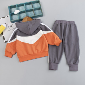 Trening portocaliu cu alb si gri pentru baietei