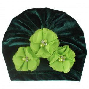 Caciulita tip turban din catifea cu flori aplicate