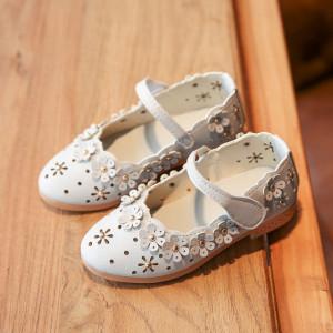 Pantofiori albi cu floricele aplicate