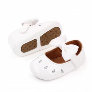 Pantofiori albi din lac cu puncte argintii