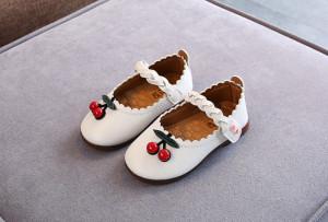 Pantofiori albi - Doua cirese