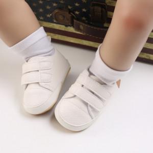 Pantofiori albi pentru baietei
