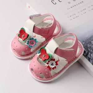 Sandalute roz cu floricele si fluturas