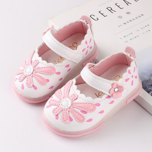 Pantofi albi cu floricica roz
