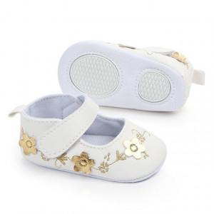 Pantofiori albi cu floricele aurii