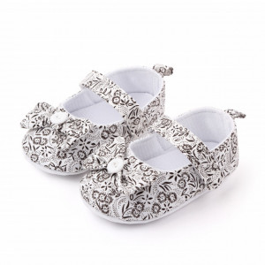 Pantofiori albi cu floricele negre