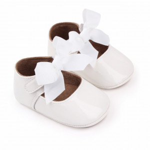 Pantofiori albi cu fundita aplicata pentru fetite