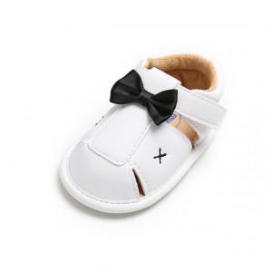 Pantofiori albi decupati cu papion