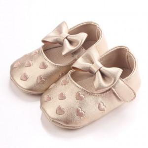 Pantofiori aurii pentru bebelusi - Inimioare