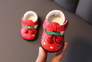 Pantofiori rosii cu cirese pentru fetite