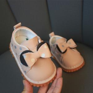 Pantofiori roz cu buline argintii cu piuitoare