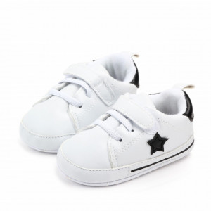 Adidasi bebelusi cu steluta