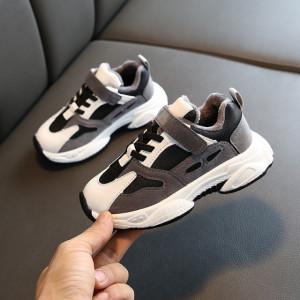 Adidasi gri cu negru si alb