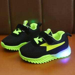 Adidasi negri cu verde neon