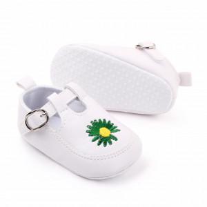 Pantofiori albi cu floricica verde