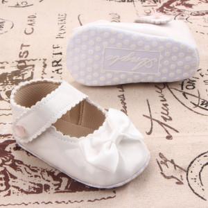 Pantofiori albi din lac - Micuta printesa