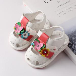 Sandalute albe cu floricele si fluturas