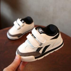 Adidasi pentru copii albi cu negru si gri