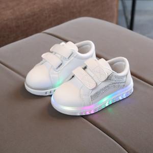 Adidasi albi cu dungi argintii si cu luminite