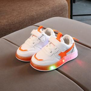 Adidasi albi cu stea portocalie si cu luminite